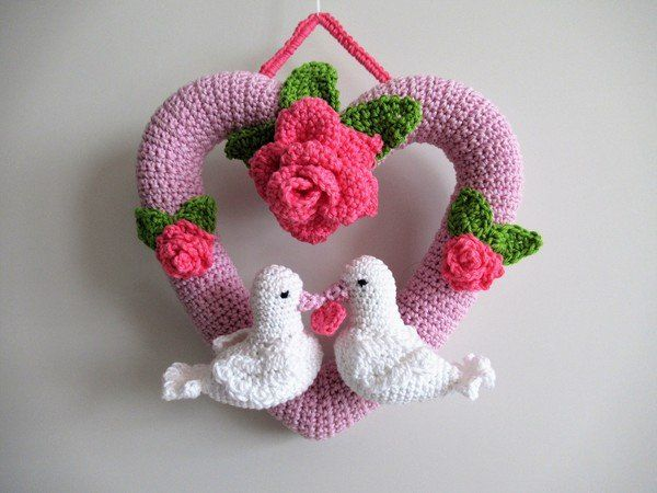 Photo of Crochet pattern: Heart wreath with doves