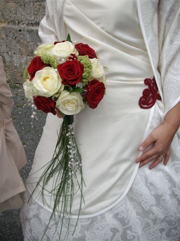 red and white roses with trailing bear grass wedding. Black Bedroom Furniture Sets. Home Design Ideas