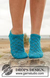 """Photo of Splash! – Knitted DROPS ankle socks in """"Fabel"""" with lace pattern. Size …"""
