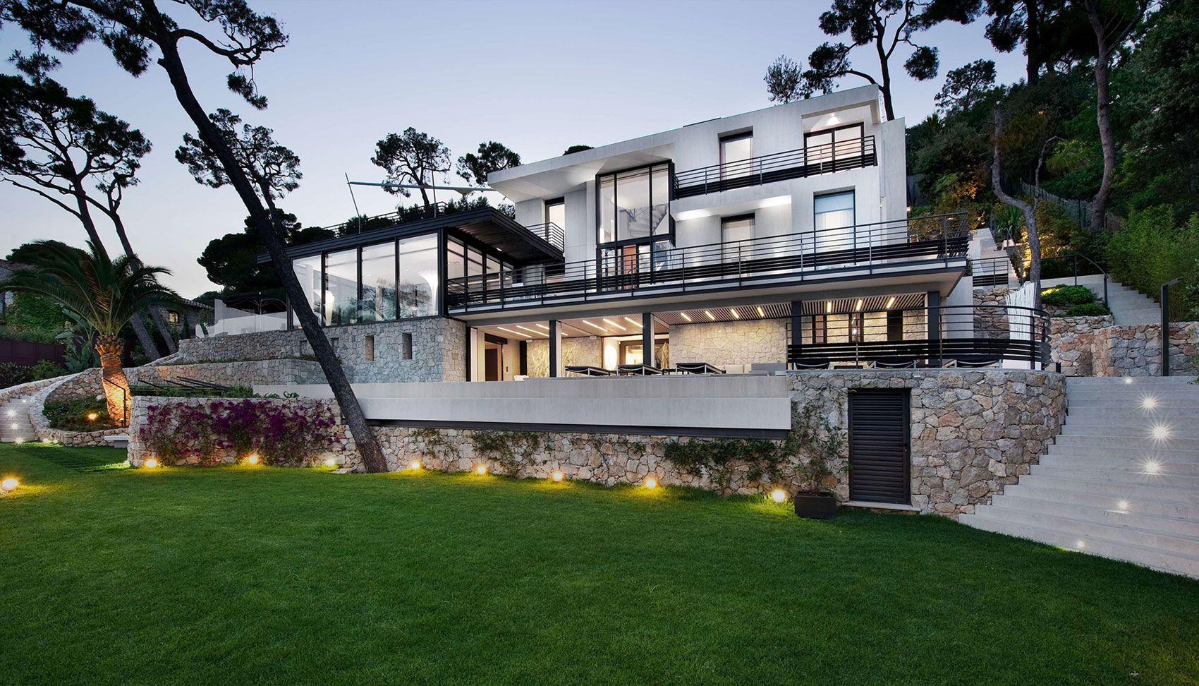 Hausdesign mit zwei schlafzimmern luxus nachhaltige grüne architektur design mit schwarz stahl zaun