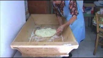video ricetta-tutorial 1kg di pane fatto a mano con forno normale - il canale di nonna Esterina - YouTube
