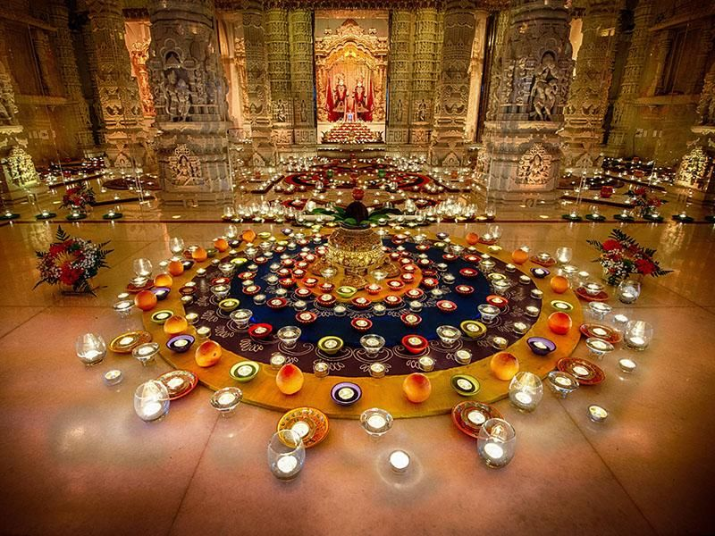 Diiwali annakut celebrations baps swaminarayan temple for Annakut decoration ideas