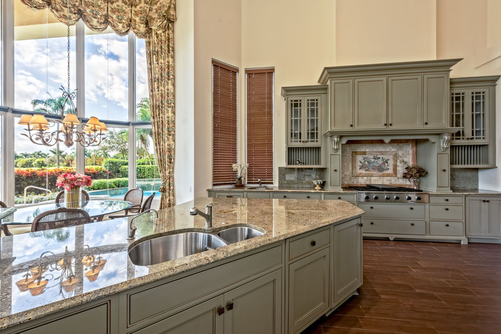 There S Only One Word To Describe Ben Carson S West Palm Beach Home Home Celebrity Kitchens Celebrity Houses