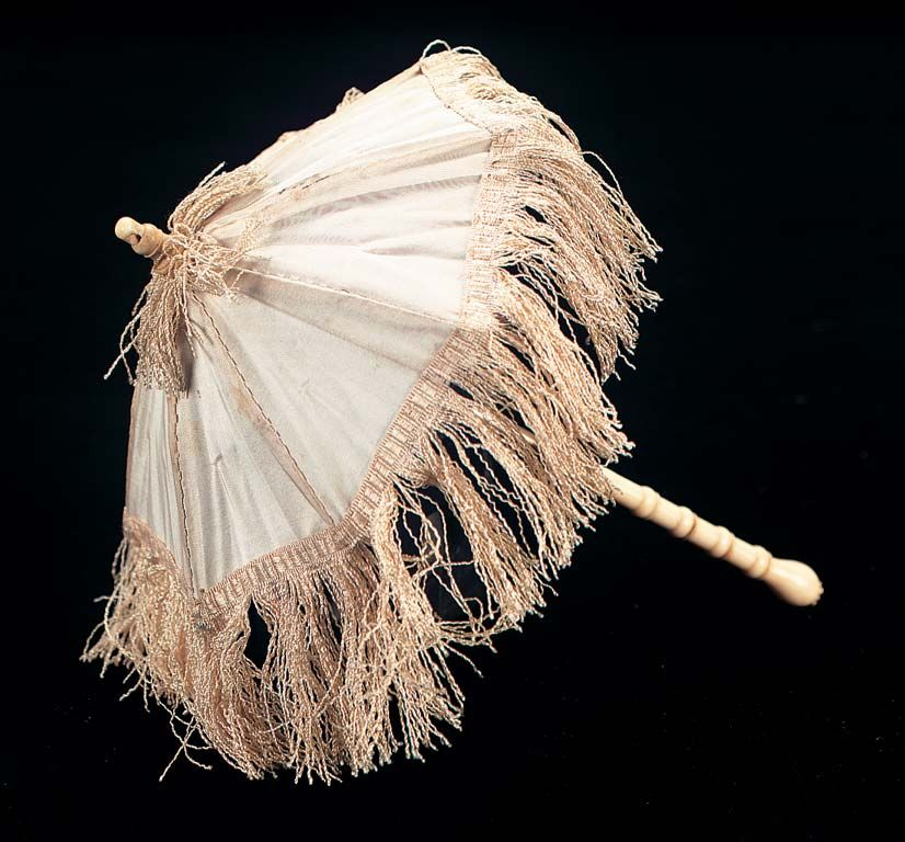 View Catalog Item - Theriault's Antique Doll Auctions - french bone handled cream parasol for poupee in original box