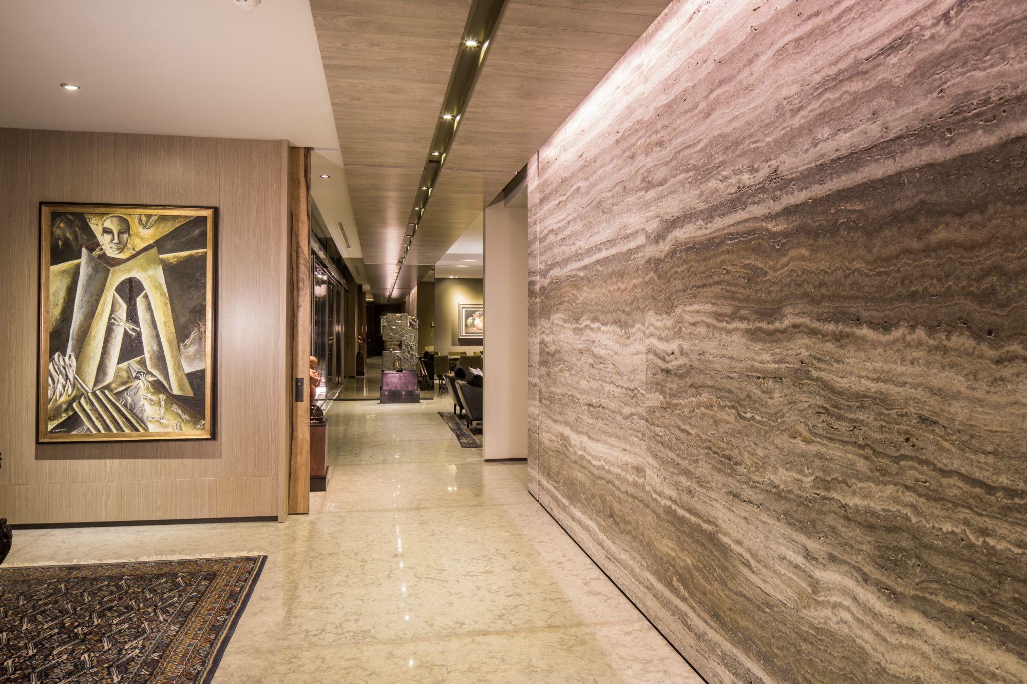 Detalle de plafón, mármol en lobby de Penthouse por Ana Landa de Línea Vertical www.linea-vertical.com