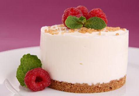 Makkelijk recept om zonder oven een lekkere kaastaart met speculoos te maken zodat je met goedkope ingrediënten snel zal genieten van een heerlijk én mooi dessert.