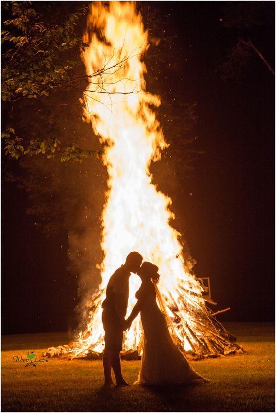 Bonfire At Wedding Reception Http Www Deerpearlflowers Camp