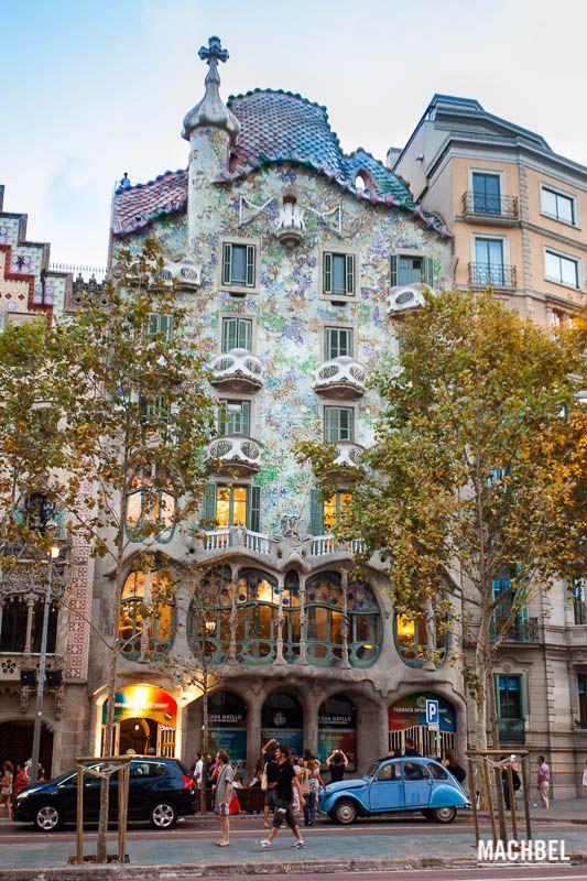 Obras De Gaudí A Visitar En Barcelona Machbel Gaudi Antonio Gaudi Fotografía De Edificios