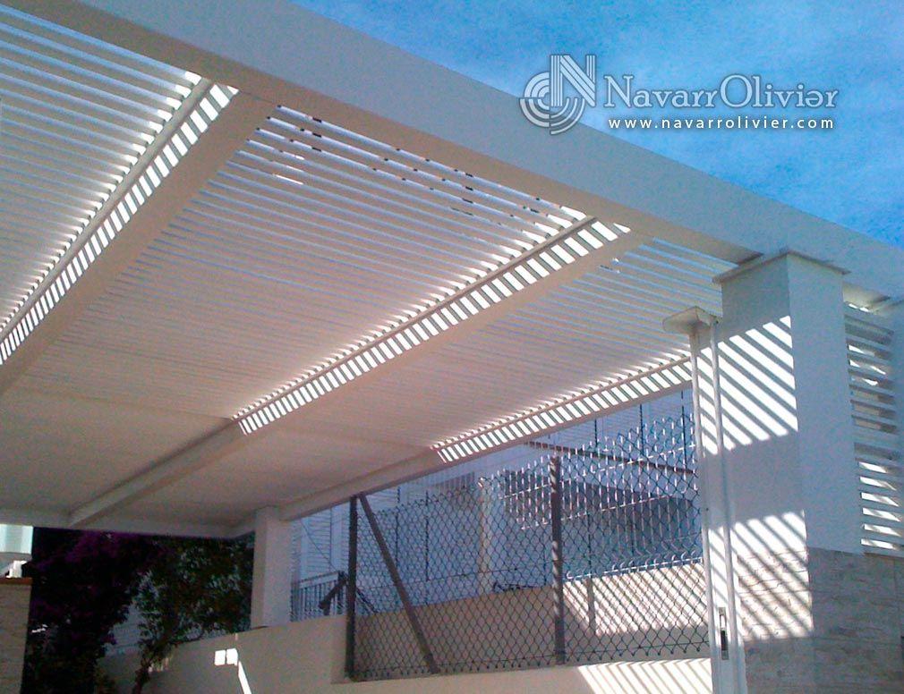 P rgola de luz filtrada estilo minimalista construida e vigas de madera laminada encolada en - Pergolas minimalistas ...
