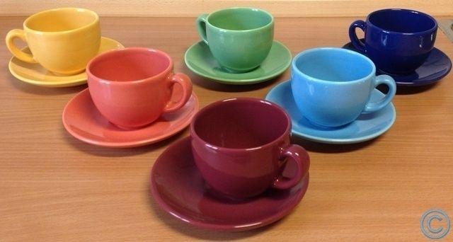 12-teiliges Kaffeeservice, 12-teiliges Kaffeeservice bstehend aus 6 Tassen und passend dazu 6 Unterteller in 6 Farben ( rot , gelb , blau , grün , hellblau , orange ) Füllmenge der Tassen ca. 150 - 200 ml. www.angel-bazar.de