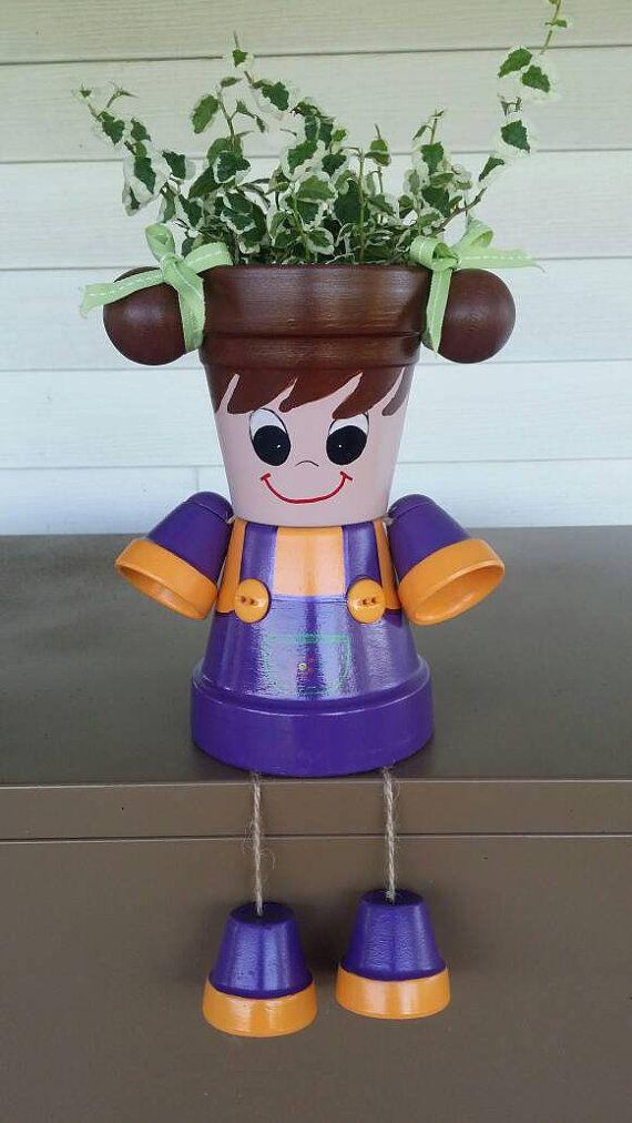 Petite fille jardini re pot personne avec des tresses - Bonhomme en pot de terre ...