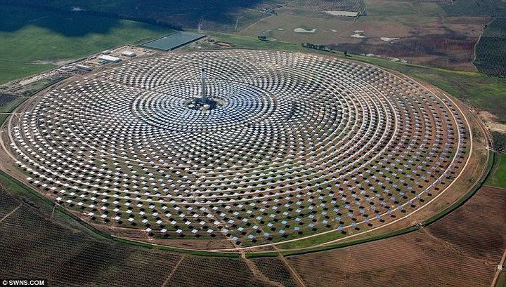Solar Power Array In Spain Mirrors Heat Salt That Boils Water To Drive Turbines Solar Power Plant Solar Energy Solar Thermal