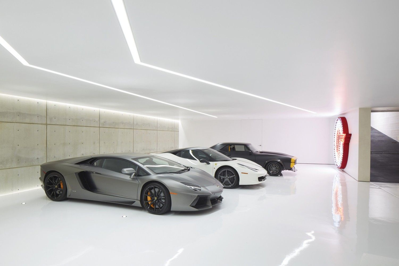 Take A Look Inside Michael Bay S 30 000 Square Foot La Villa In 2020 Garagenhaus Moderne Garage Garagenbau