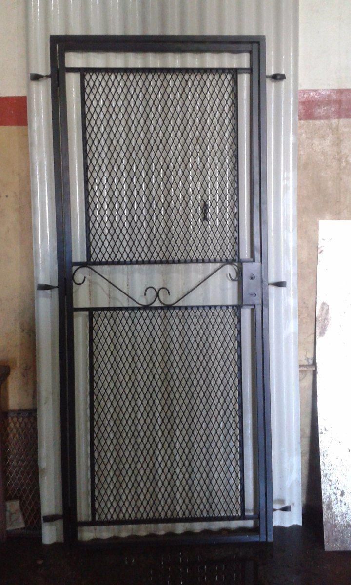 Puerta reja de malla metal desplegado con marco puerta - Verjas para puertas ...