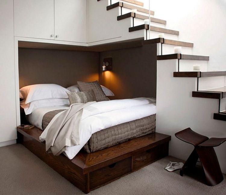 Perfekt Bett In Einer Nische Unter Der Treppe Einbauen