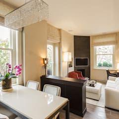 Sala da pranzo in stile in stile Classico di Keir Townsend ...
