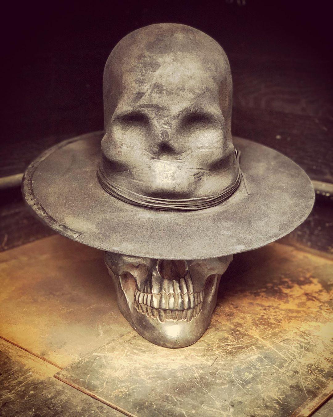 N T T E On Instagram ᑕᖇeᗩtiᐯity Iᔕ ᒪiᗰitᒪeᔕᔕ ᑌᑎᒪeᔕᔕ Yoᑌ ᔕet Yoᑌᖇ ᗯᗩᒪᒪᔕ Eᐯeᑎ Tᕼeᑎ ᑕᕼooᔕe Tᕼe ᔕky Goodmonday In 2020 Hats For Men Rock N Roll Hats