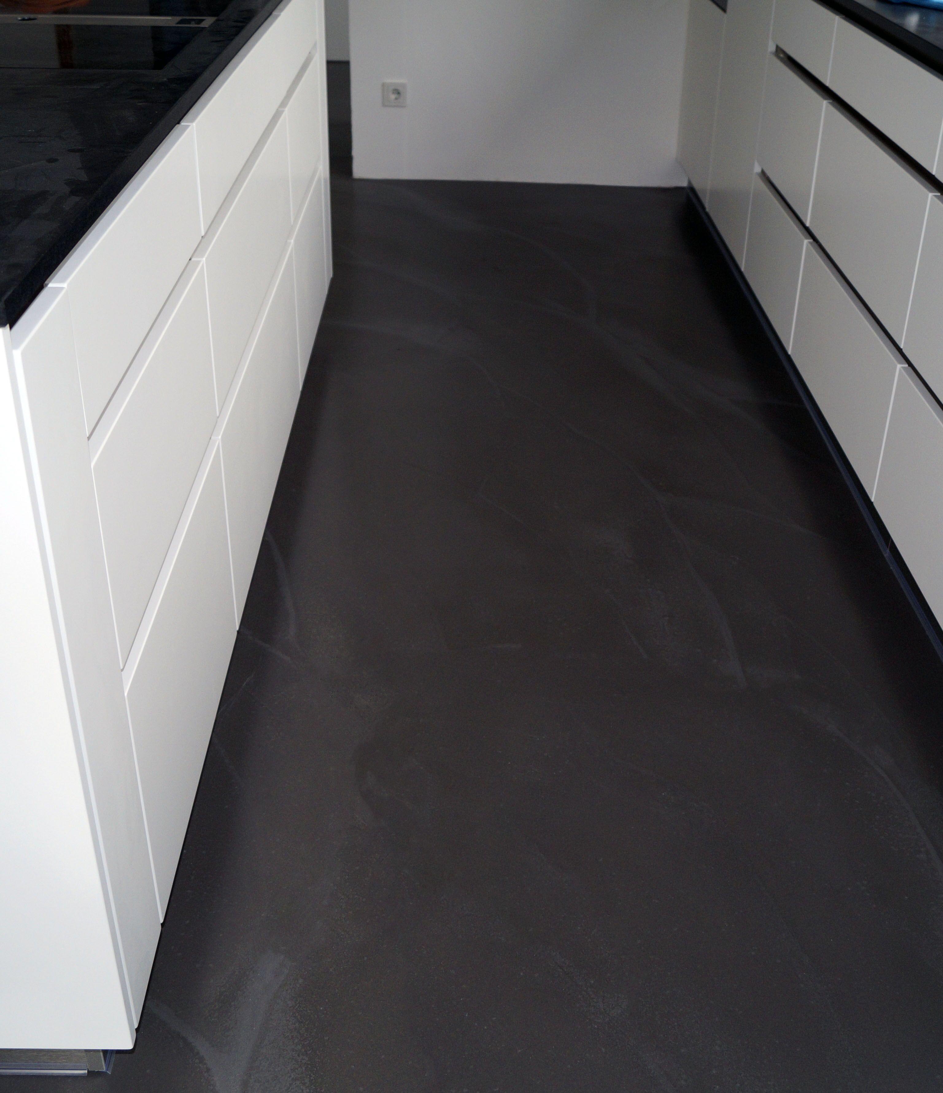 Floor Kitchen black, schwarzer Boden aus eingefärbter