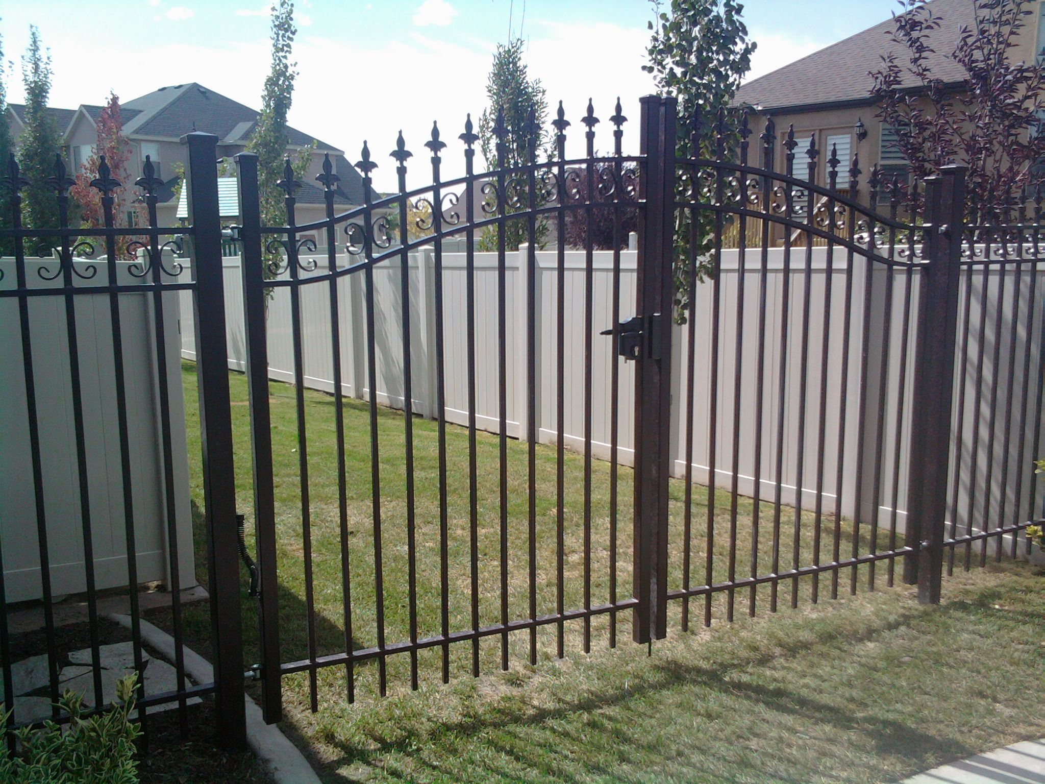 Iron fence, double gate | Home | Pinterest