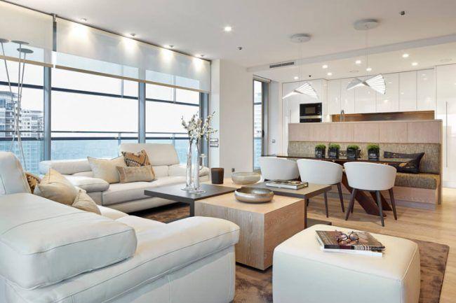 Wandfarbe Cremeweiss Modern Weiss Wohnkueche Couch Leder Wohnzimmer Panoramafenster
