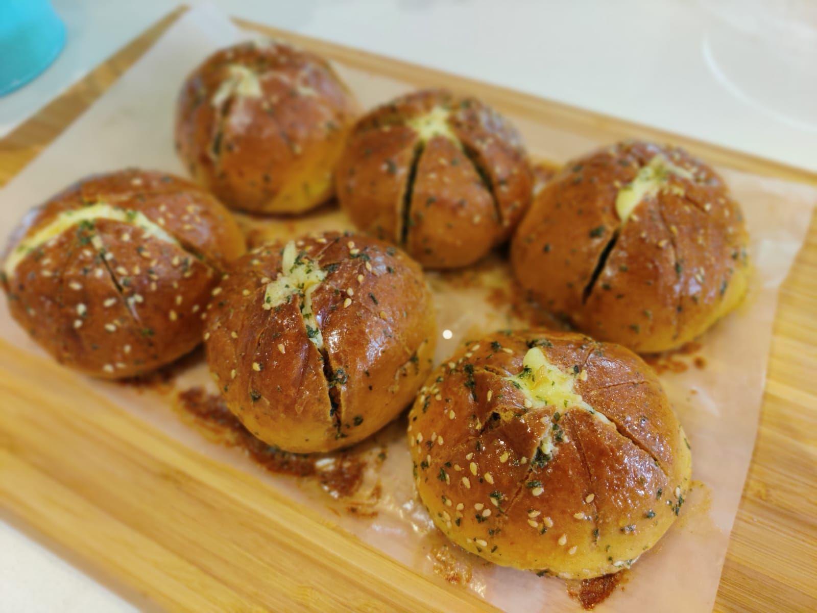 Banh Mi Bơ Tỏi Han Quốc Korean Garlic Bread In 2020 Garlic Cheese Bread Garlic Bread Korean Cream