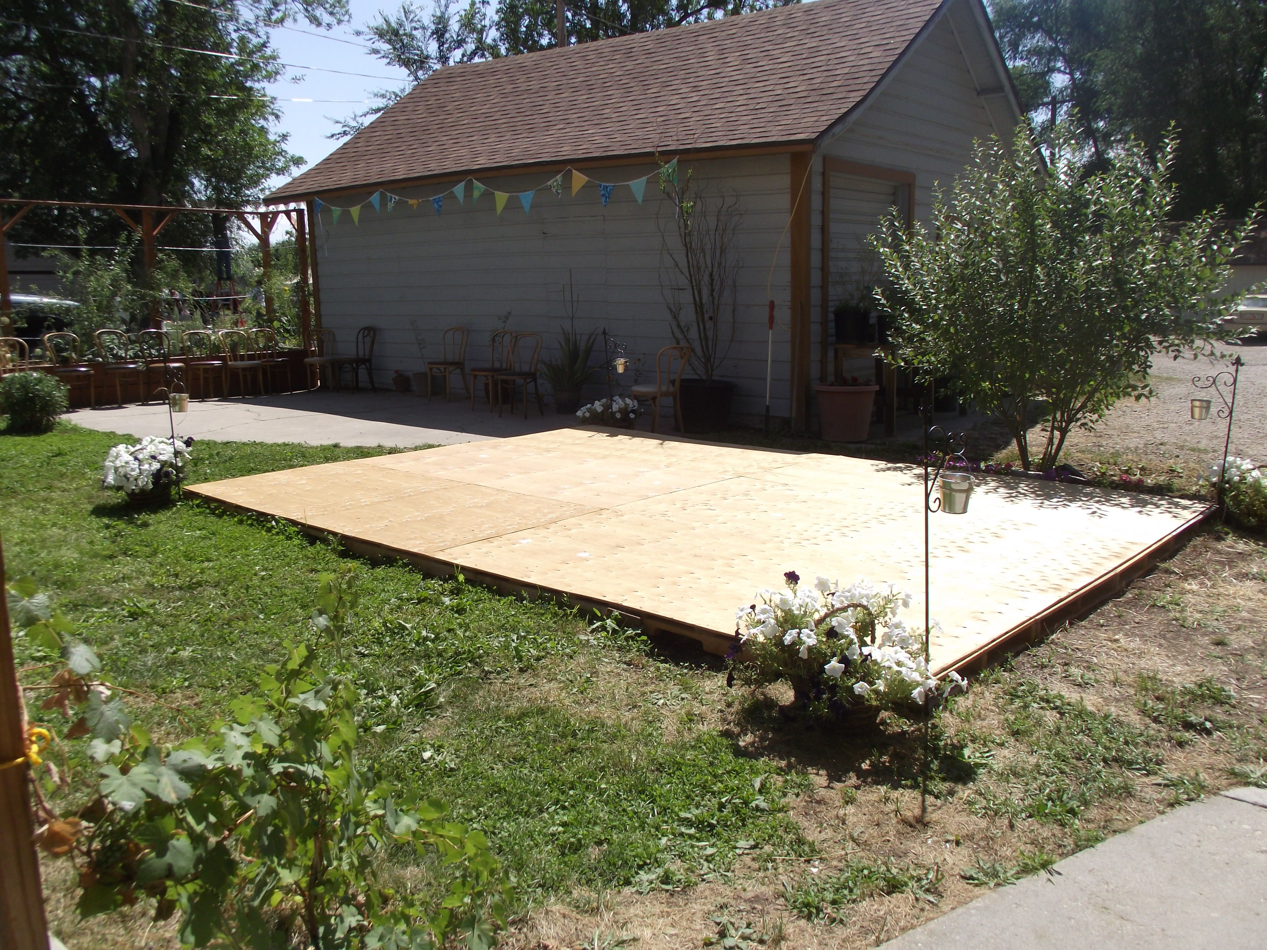 Creating A Dance Floor From Recycled Pallets Dance Floor Wedding Outdoor Dance Floors Backyard Wedding Pool