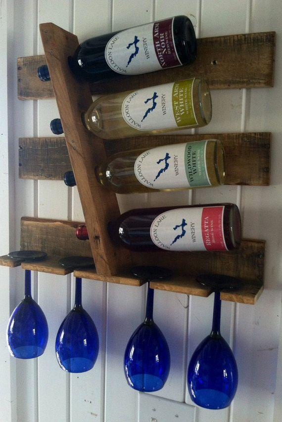 4 botellero reciclado madera vino. Se adapta muy bien en espacios más pequeños y muestra tus vinos favoritos de todos.  Órdenes de encargo, preguntas y consultas bienvenida!!!!!! Póngase en contacto con Jim e | GreatlakesReclaimed en gmail.com c | 719-322-3344  VER el resto de nuestros botelleros y estantes de licor más grandes en:  www.etsy.com/shop/greatlakesreclaimed  Escoge tu Color de mancha para adaptarse a su decoración. El Panel de Color es la 5ª diapositiva en el área de la imagen…