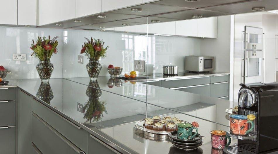 cocina-con pared-frontal-en-vidrio-designsneillerner Cocina