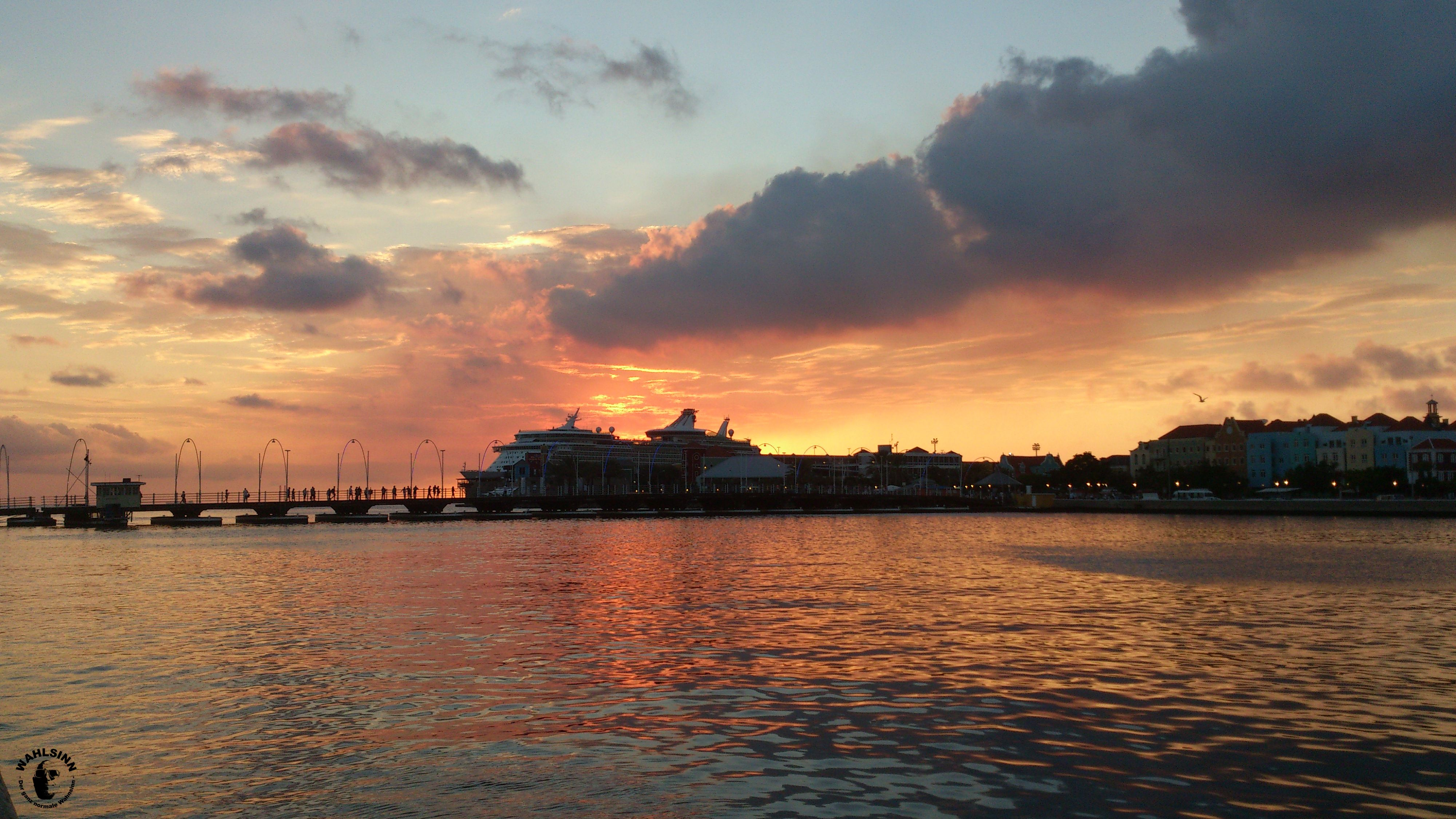 Curacao - Dieser Sonnenuntergang ist keine seltenheit auf Curacao. Wunderschön!