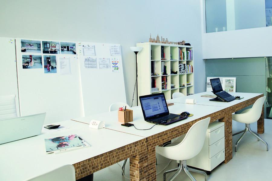 Ufficio Y : Ufficio spazio coworking con tavoli in cartone alveolare design