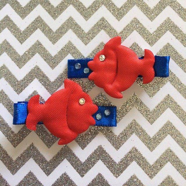 Ready for vacation! Adorable fish clippies accented with swarovski crystal bubbles! Also available w orange fish-Under the Sea Collection #daintyhairaccessories #swarovskicrystals #hairclips #fishclippies