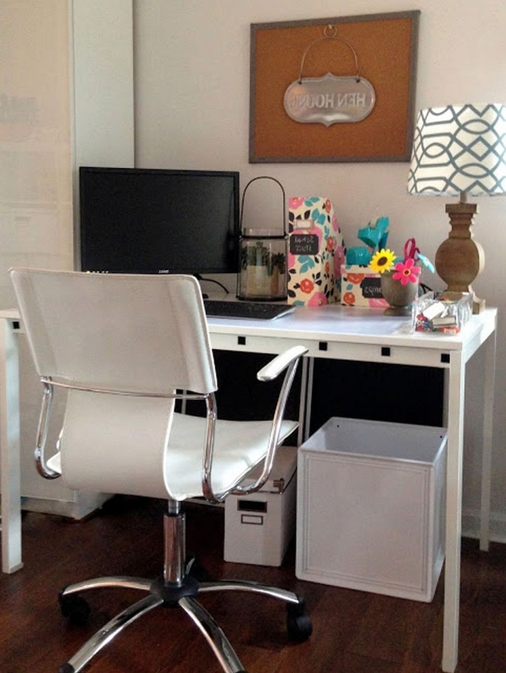 This Modern Computer Desk Is Compact In Size And Is Ideal For Smaller Spaces Such As A Bedroo Home Office Furniture Desk Home Office Design Office Desk Designs Computer desk for small bedroom