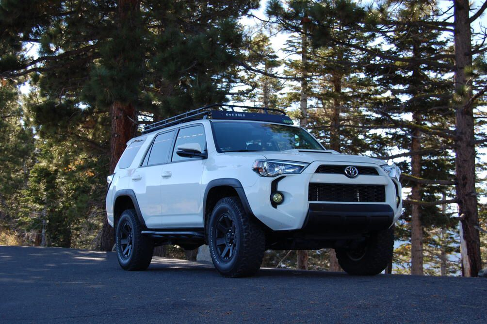 White 2014 4runner With Black Wheel Trim And Nose Trim 4runner Black Wheels Toyota Four Runner