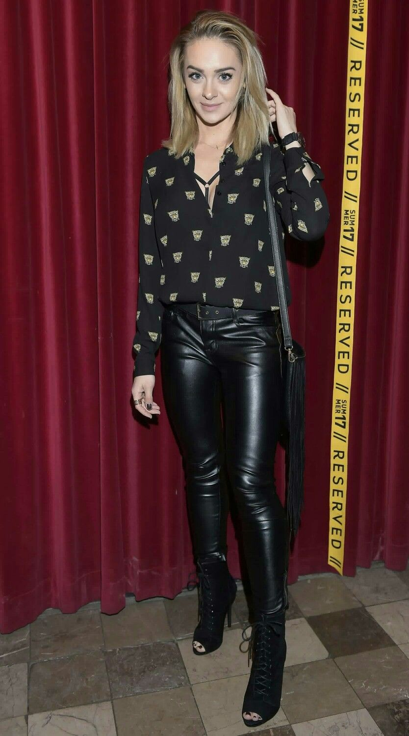 Sylwia-Nowak blonde in leather pants