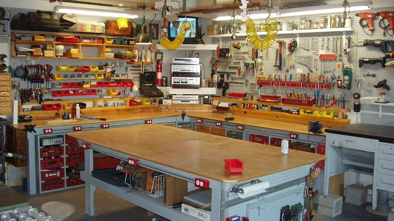Malyj Biznes V Garazhe Rabotayushie Idei Smotret Video Video Garage Work Bench Home Workshop Garage Workshop