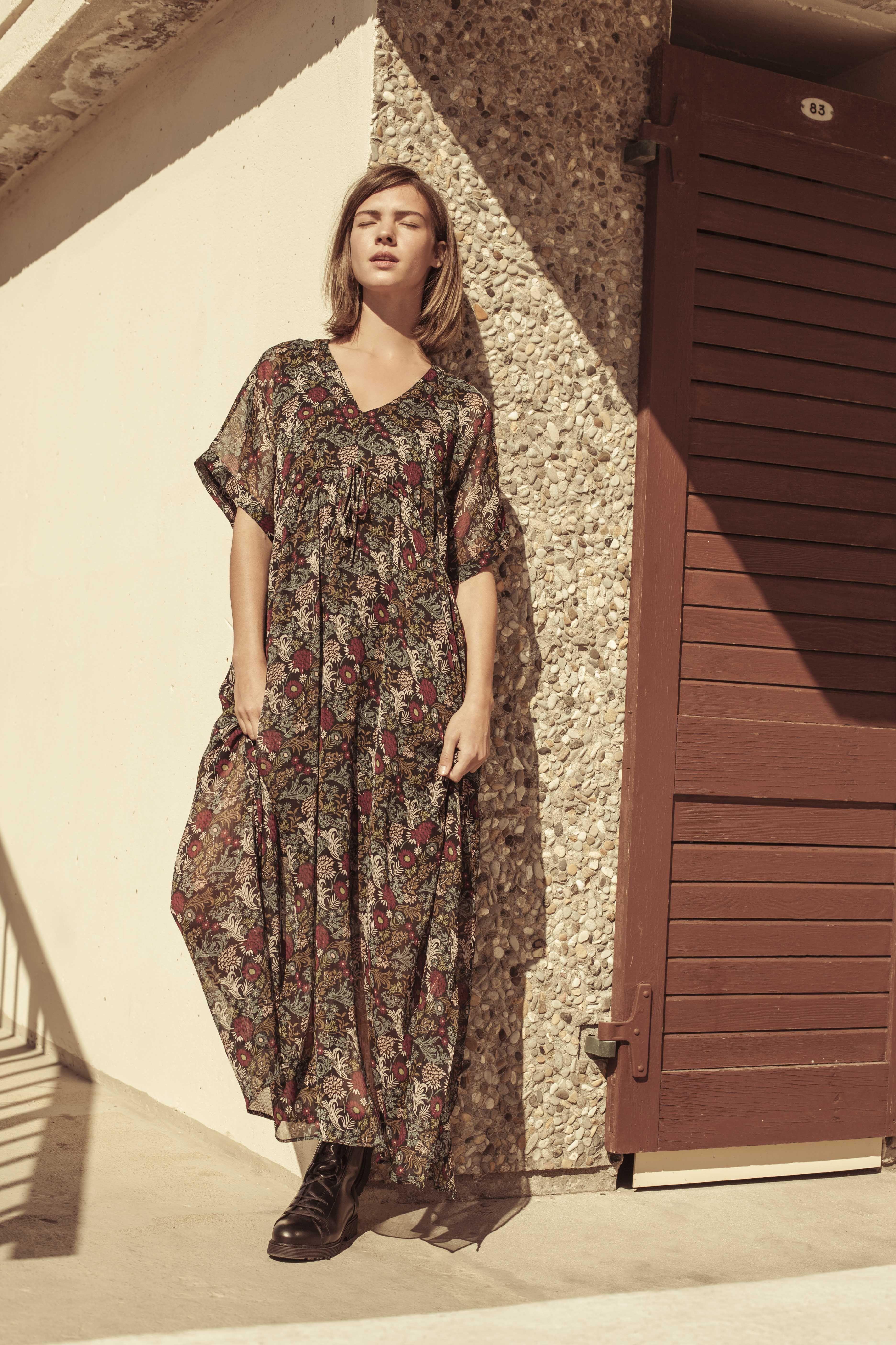 Robe longue imprimé fleurs en voile noir | Robe, Idées