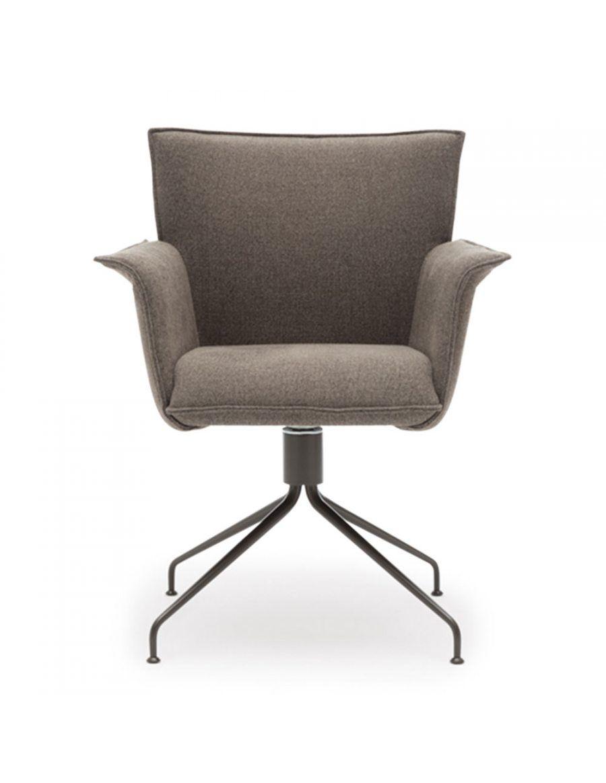 Rolf benz 630 stoel  Leverbaar in stof of leder  Zithoogte: 49 cm  Zitdiepte: 46 cm  Voet: gelakt of mat verchroomd  CBW garantie