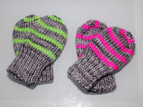 These Mittens Look Lovely In Thin Stripes Of 2 Rows Each And