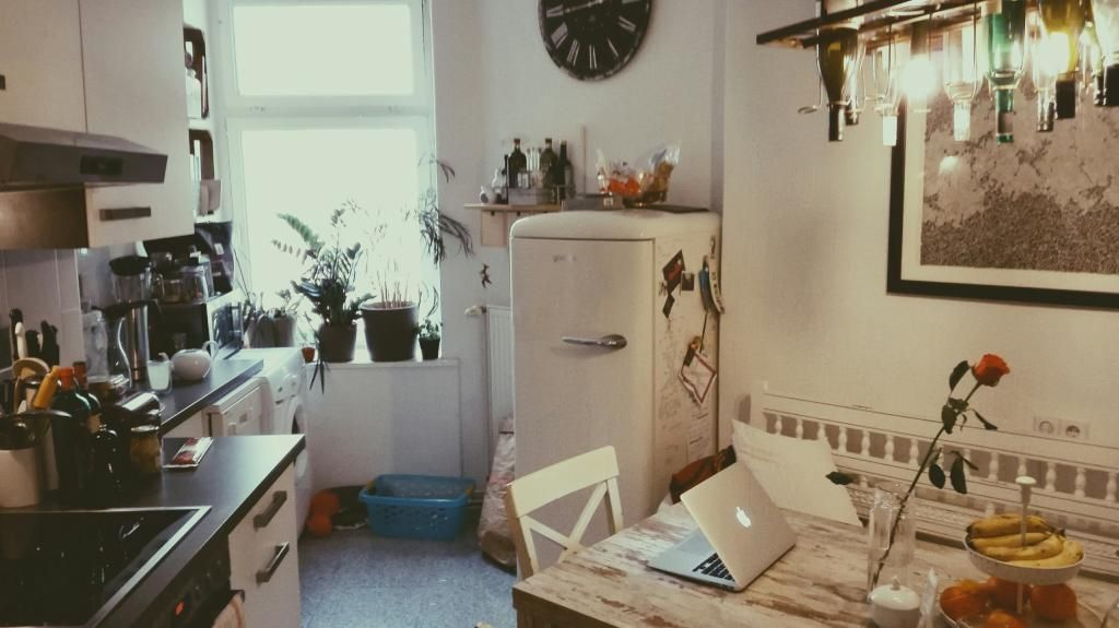 gem tlich eingerichtete berliner k che mit sch nem altbauflair wg berlin altbau k chen. Black Bedroom Furniture Sets. Home Design Ideas