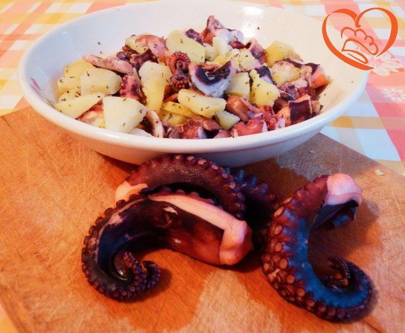 Polpo con patate http://www.cuocaperpassione.it/ricetta/692d1f4c-9f72-6375-b10c-ff0000780917/Polpo_con_patate