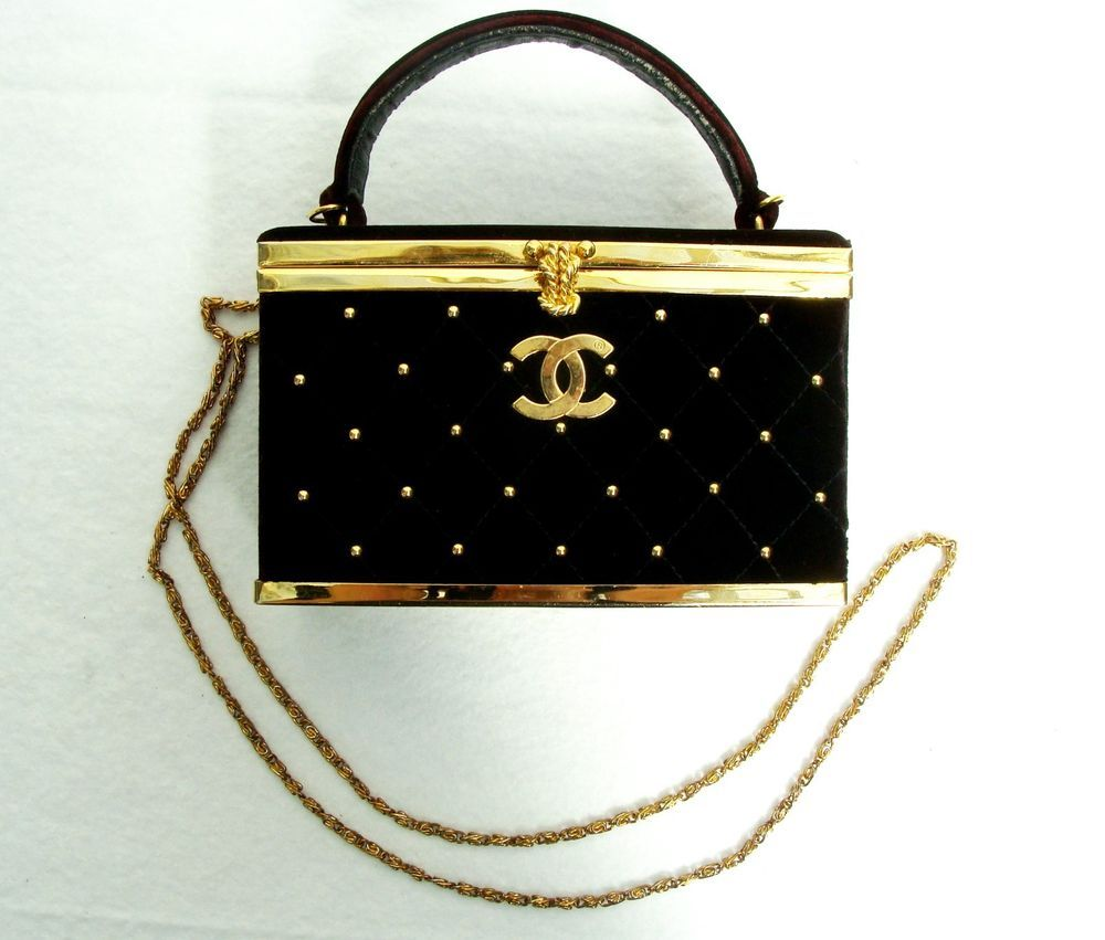 AUTHENTIC RARE TRUE VINTAGE CHANEL VELVET QUILTED PURSE COCKTAIL EVENING BAG #CHANEL #EveningBag