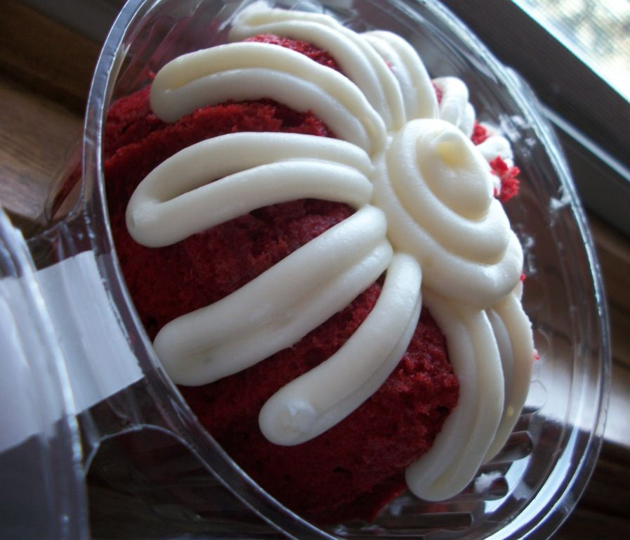 Nothing bundt cakes food review nothing bundt cakes