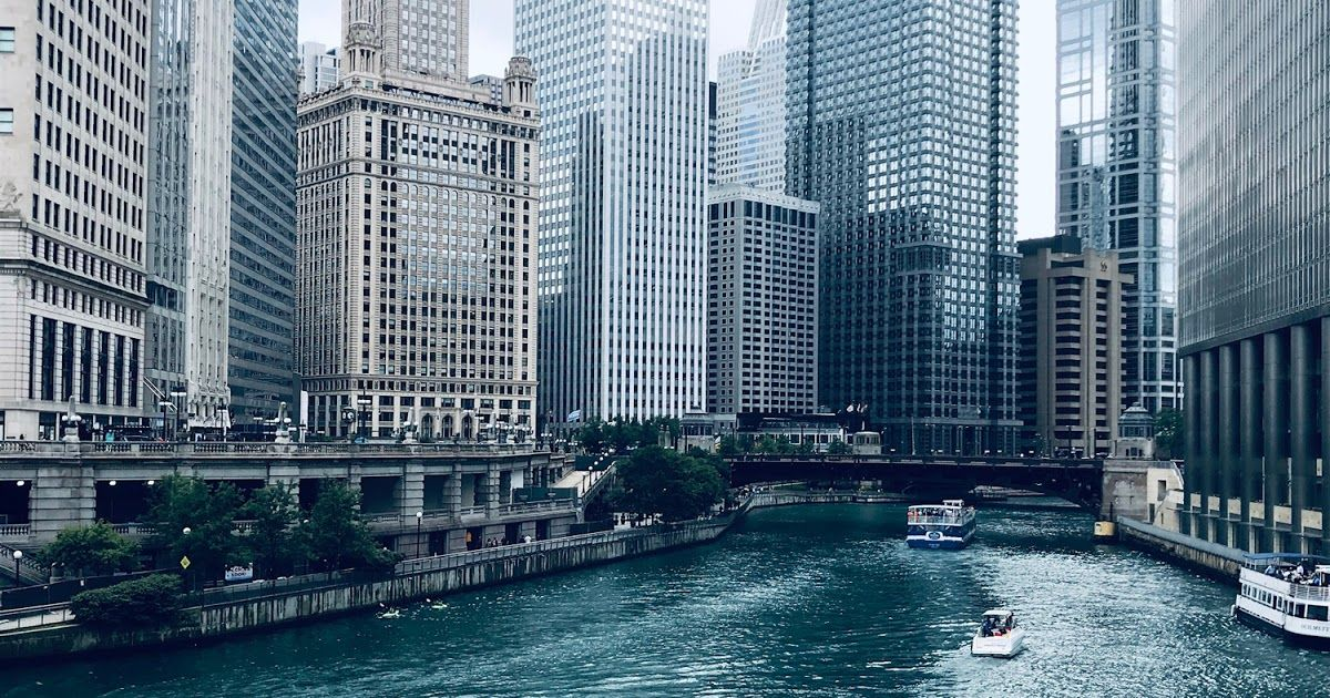A quick trip to Chicago includes Kayaking for Conservation with the Shedd Aquarium, a stay at the Fairmont, and lunch at Jake Melnick's Tap.