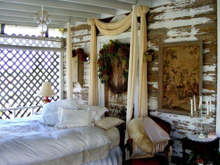 Schön Dieser Outdoor Bereich Besitzt Ein Komfortables Bett Im Vintage Stil