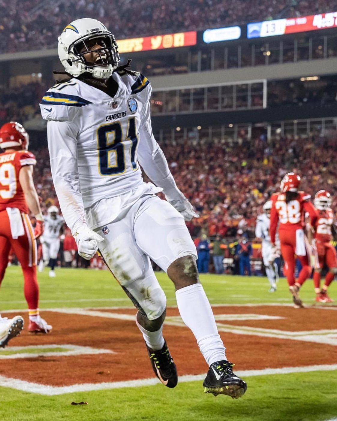 Mike Williams Clemson Product Having A Breakout Year For The Chargers Patriots Are Struggling A Little Bu American Football Players Football American Football
