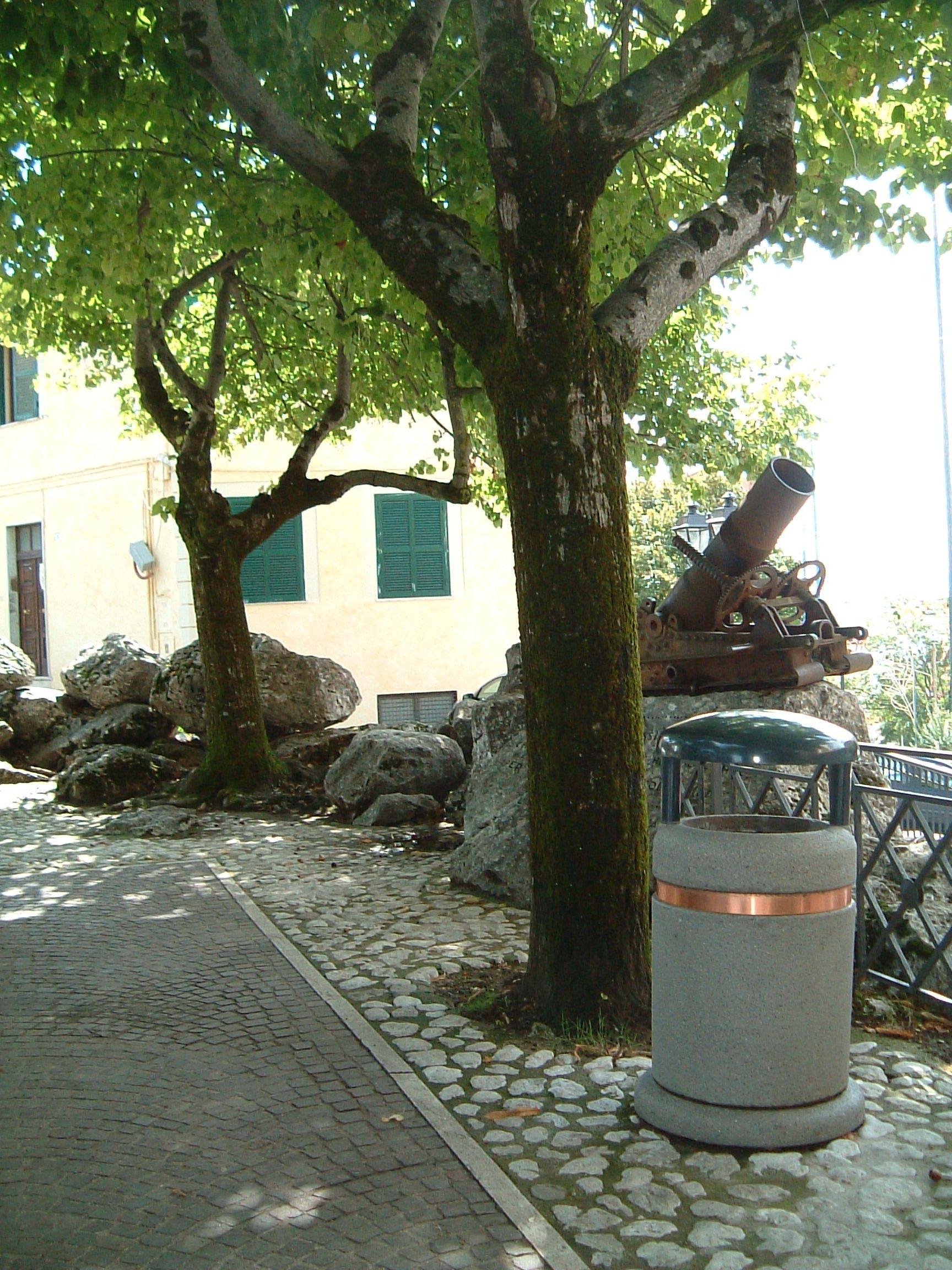 Sorrento litterbin bellitalia concrete street furniture for Arredo urbano ancona