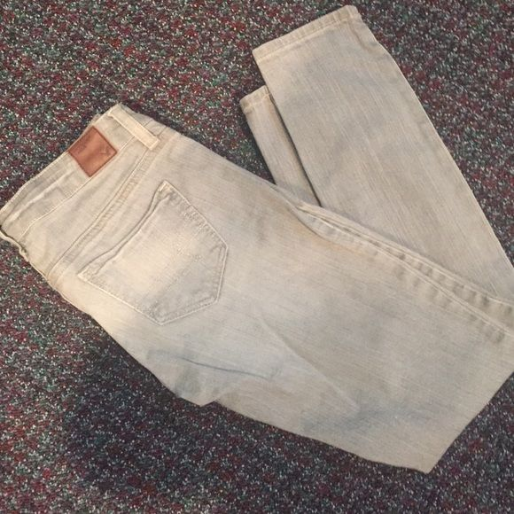 "Gray skinny jeans Light gray wash ""super skinny"" stretch ankle jeans, size zero short. American eagle. Great condition. 99% cotton, 1% spandex American Eagle Outfitters Jeans Skinny"