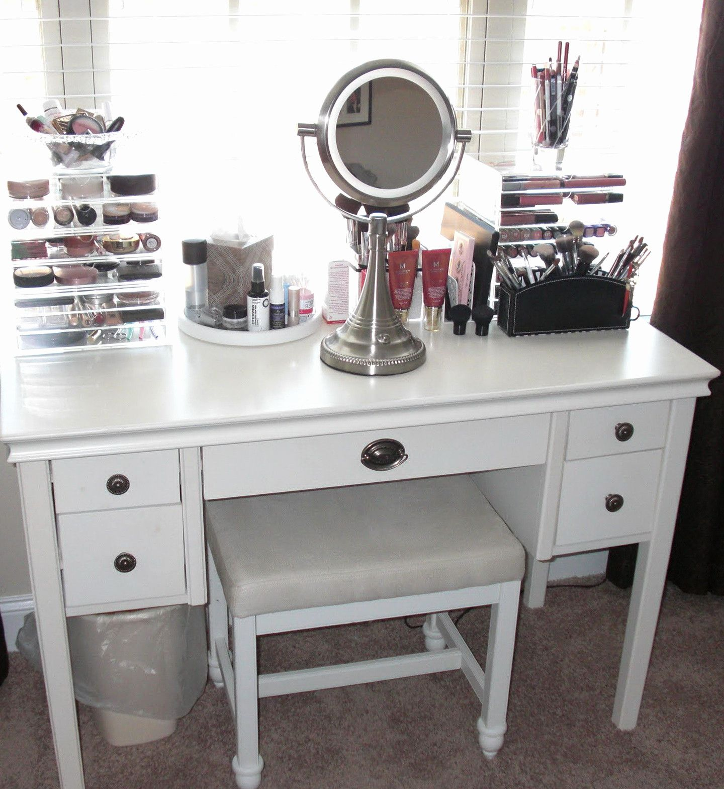 10 Small Bedroom Vanity Ideas Most Of The Brilliant And Stunning Bedroom Makeup Vanity Small Bedroom Vanity Bedroom Vanity Set
