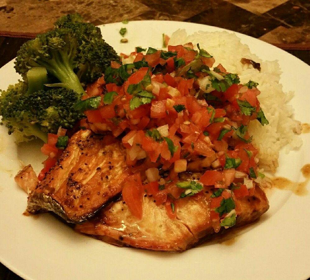 Caramelized Salmon over Jasmin Rice w/ broccoli ❤
