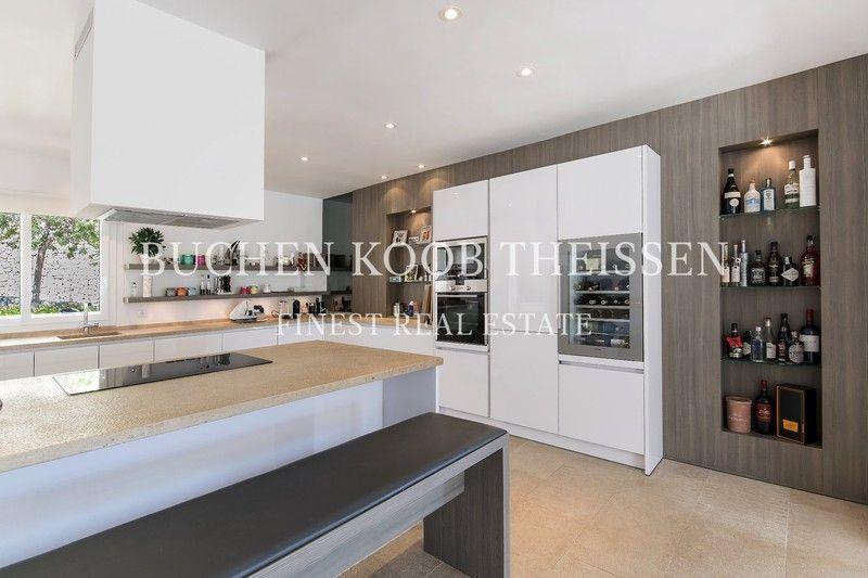 Exclusive kitchen mith cookinf island | Villa Mallorca
